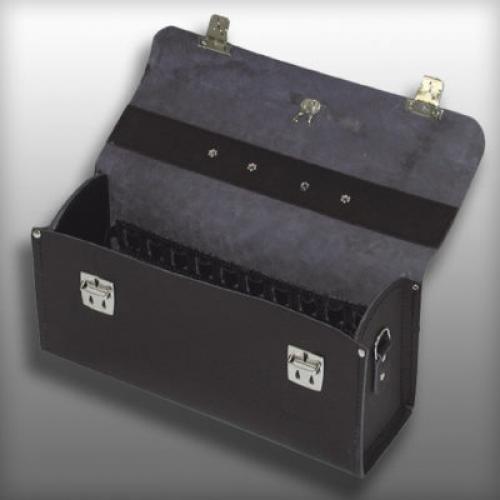 Кожаные чемоданы и сумки пустые