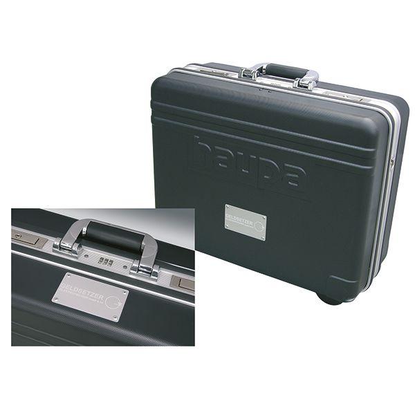 Гравировка для чемодана с инструментом